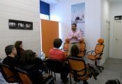 Oriol González, el Director del Centro, iniciando el taller.
